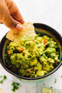 This Easy Guacamole Recipe is the ultimate crowd pleaser dip!  It's made with fresh ingredients, incredibly flavourful and takes 15 minutes to whip up!