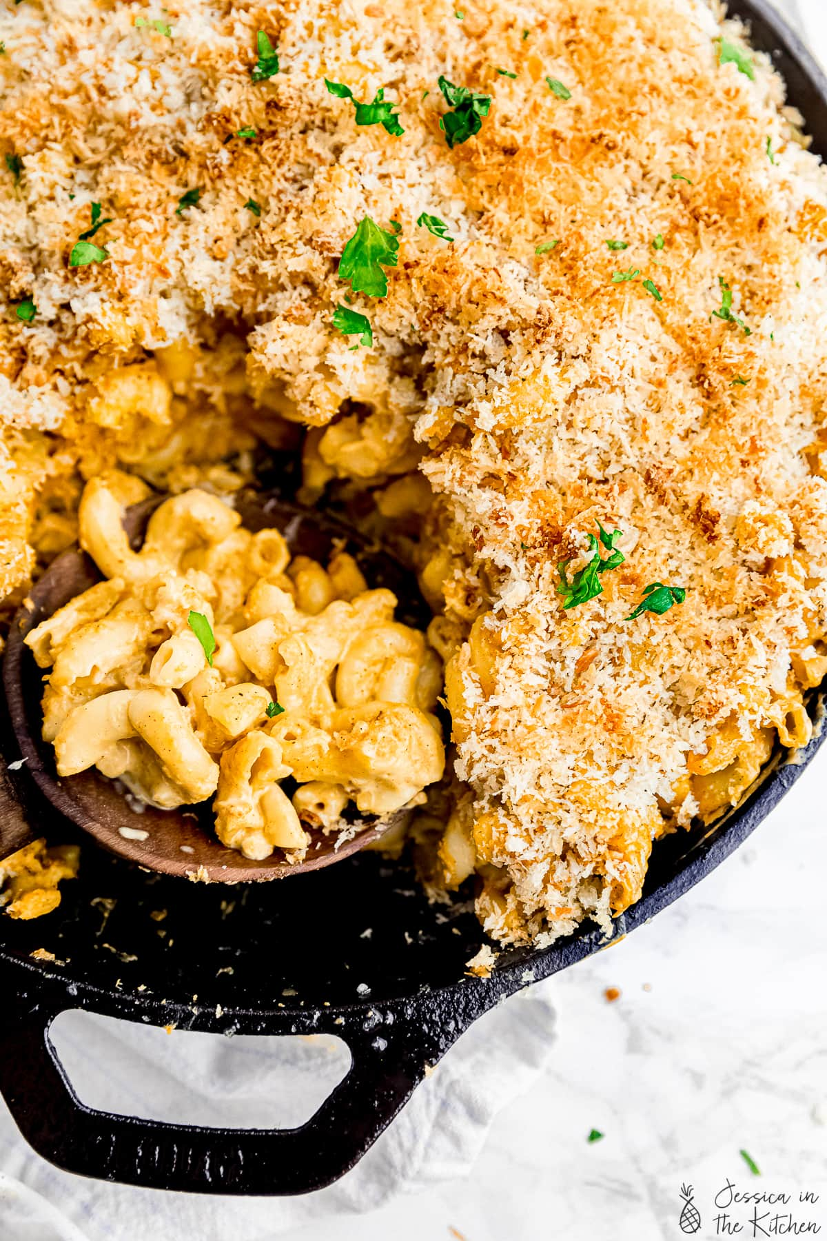 Close up shot of Mac and cheese in a cast iron.