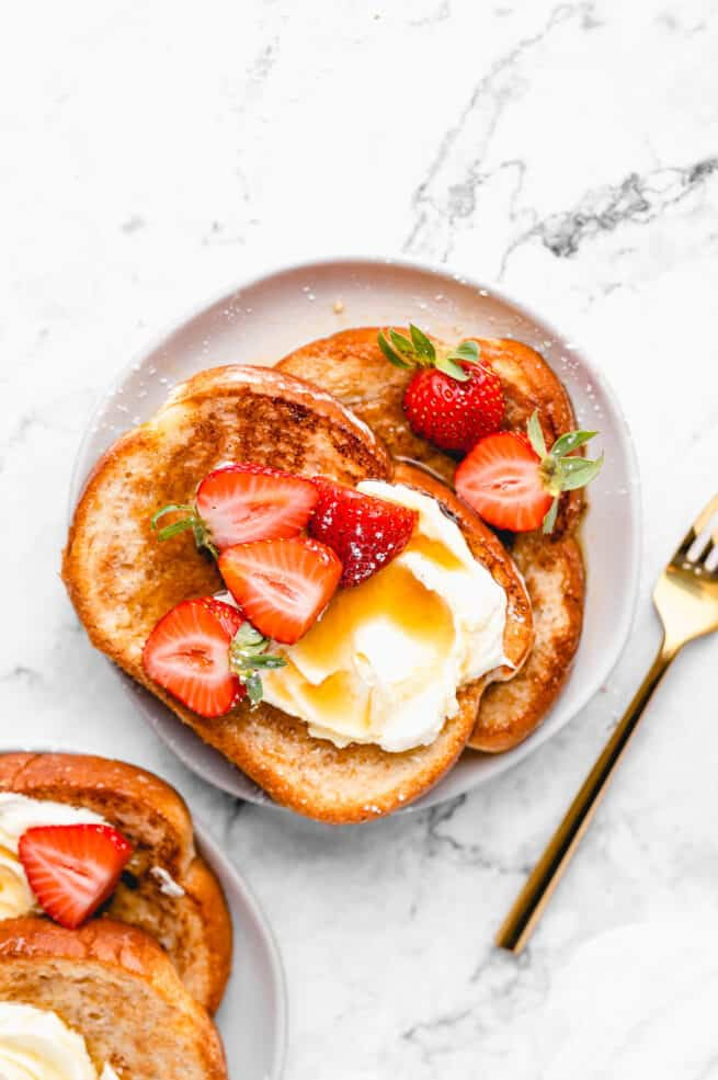 Vegan french toast with sliced strawberries.